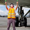 -controllore-del-traffico-aereo-titolare-di-insegne-luminose-presso-l-39-aeroporto