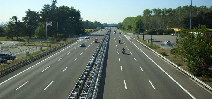 800px-Autostrada_A7_Italia_01